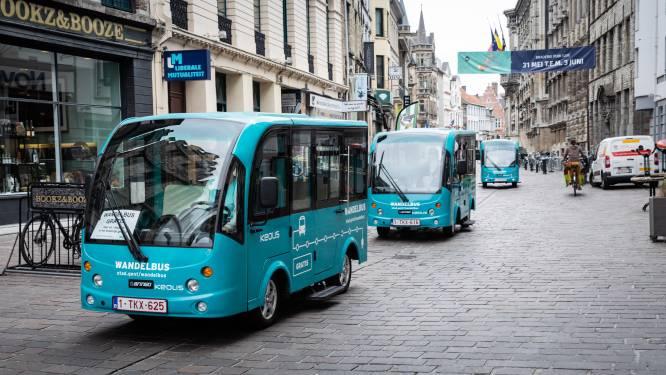 Weg met de Wandelbus. Tergend traag appelblauwzeegroen voertuig verdwijnt uit Gent
