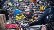 200 fietsers blijven voor dood liggen op kruispunt