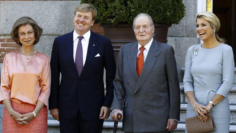 Het koninklijk paar tijdens een bezoek Juan Carlos en Sofia. Beeld epa