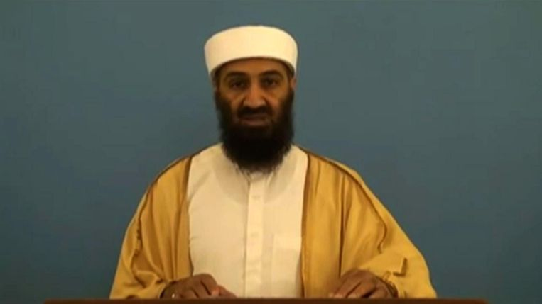 Een video waarop de CIA stuitte in het uitgebreide digitale archief van Osama bin Laden. De leider van Al Qaida oefent een toespraak die hij de wereld in wil sturen. Op de video is te zien hoe hij struikelt over zijn woorden. Beeld AFP