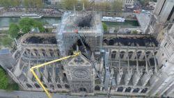 Dronebeelden tonen zwartgeblakerde gewelven Notre-Dame