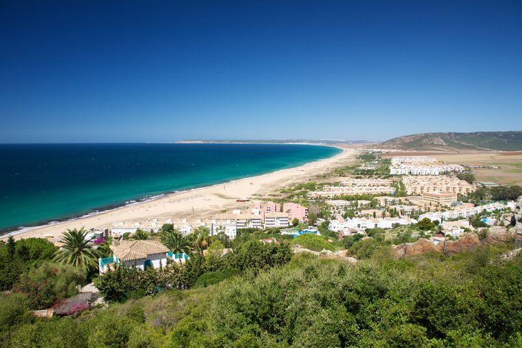 Het strand en de duinen van Zahara de los Atunes bij Cadiz.