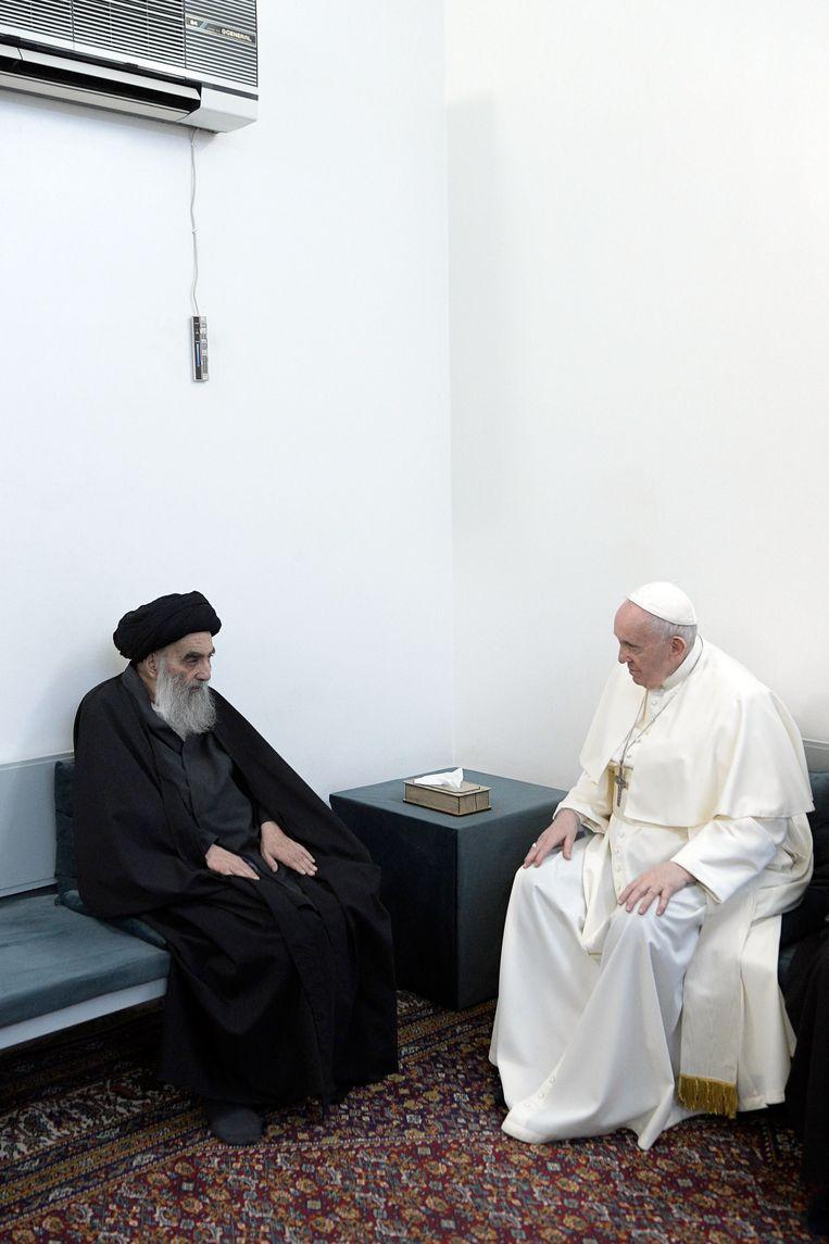 Paus Franciscus met ayatollah Ali al-Sistani. Beeld EPA
