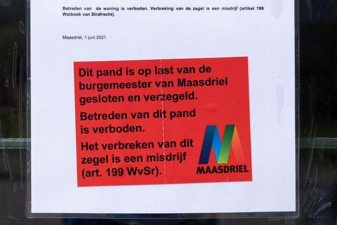 De mededeling van de gemeente Maasdriel op de woning in Alem laat niets aan duidelijkheid te wensen over.