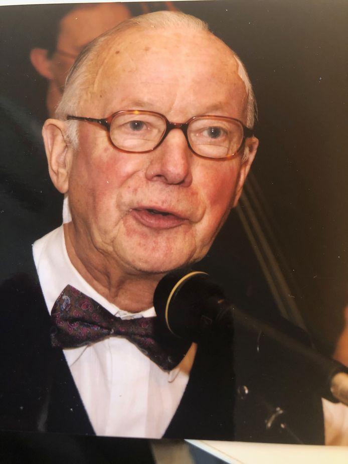 Herman Hafkamp spreekt het publiek toe.