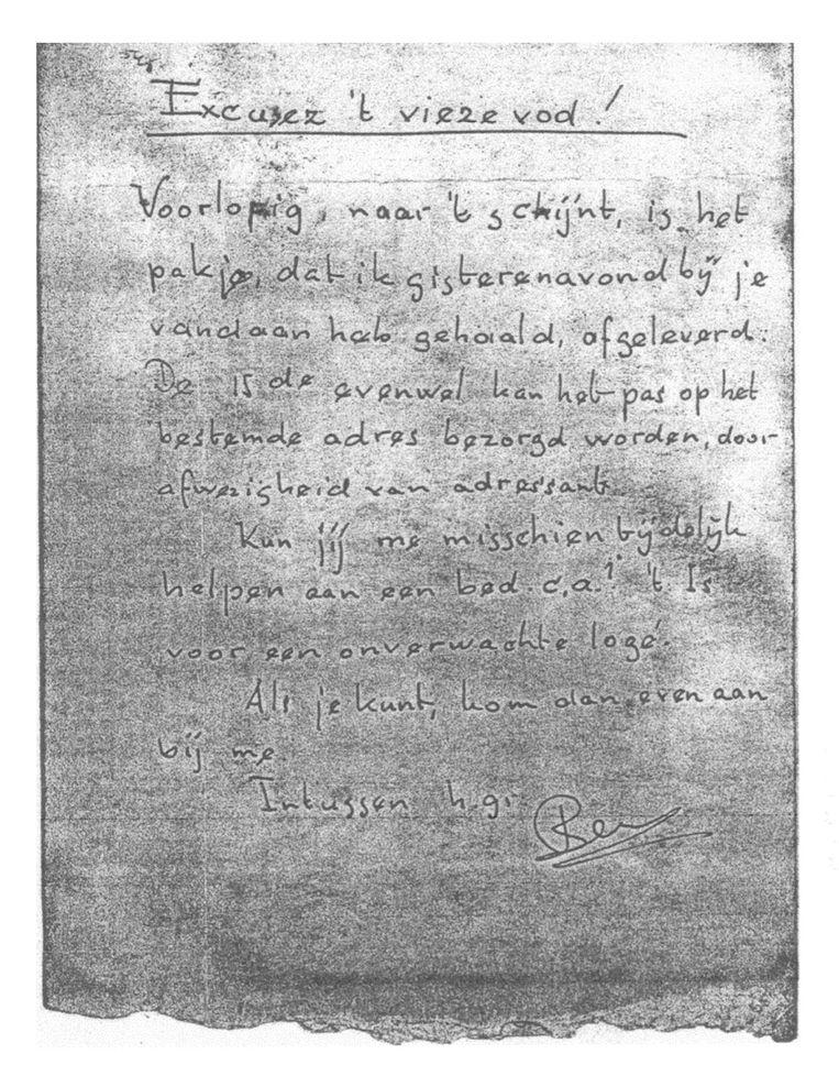 Het ongeadresseerde briefje met een boodschap, dat door oud-leerling Tineke Wibaut na de oorlog jarenlang is bewaard. Beeld /