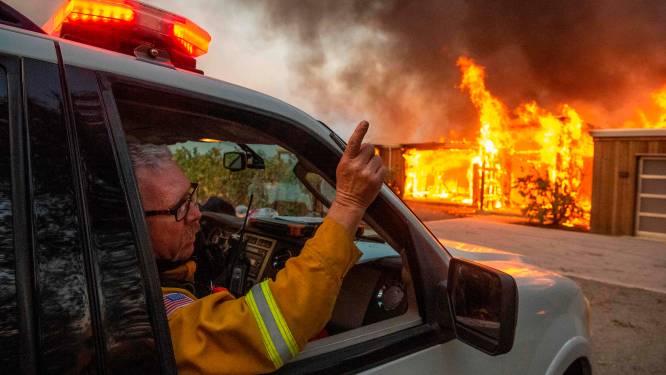 Harde wind verspreidt het vuur verder in Californië: 200.000 mensen geëvacueerd, gouverneur roept noodtoestand uit