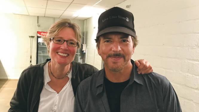 Eddie Vedder herenigd met Valeska die hem in 1992 meenam op de fiets
