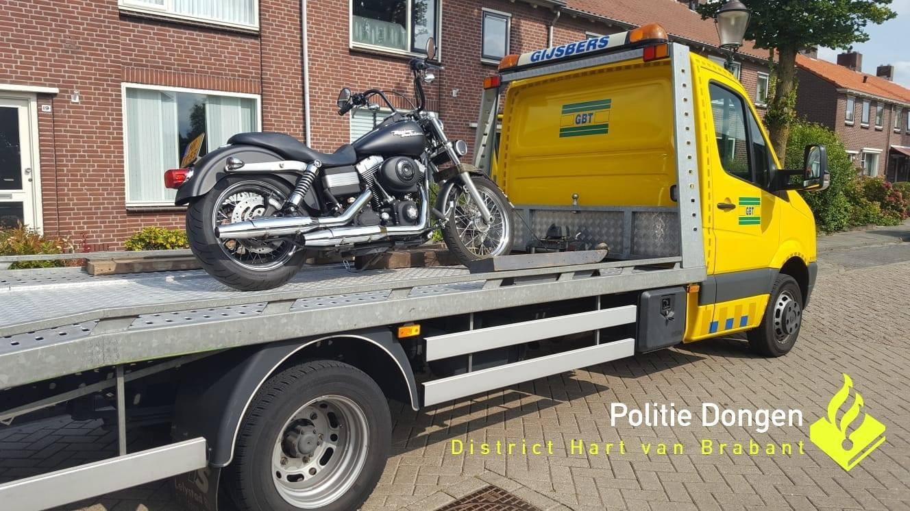 Politie neemt motor in beslag bij hennepkwekerij in Dongen.