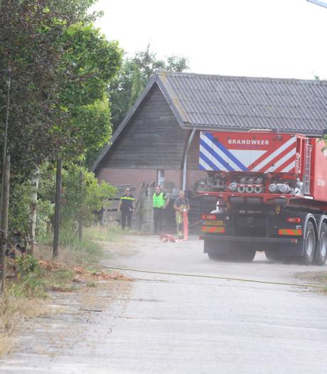 Verbranden afval in Best gaat mis: vuur slaat over op droge omgeving
