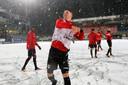Het jupiler league-duel FC Oss - NEC werd vrijdag afgelast, NEC speler Frank Sturing gooit sneeuwballen naar zijn supporters.