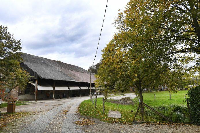 Het terrein van voormalig klooster Graefenthal waar de Duitse politie een inval heeft gedaan en stelt op een sekte te zijn gestuit. Een 58-jarige Nederlander die zich profeet noemt is gearresteerd. Het terrein van het voormalige klooster ligt niet ver van de Nederlandse grens, ten oosten van Gennep. In het klooster trof de politie volgens lokale media 54 mensen aan, onder wie tien kinderen. ANP PIROSCHKA VAN DE WOUW