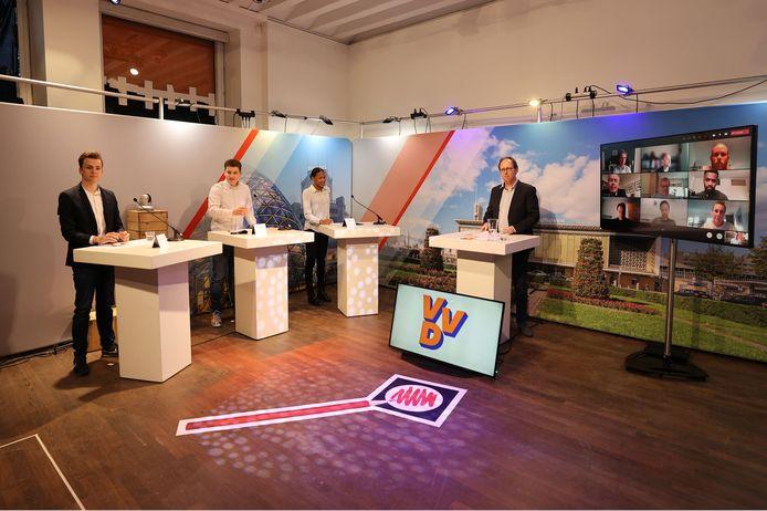 Bij Studio 040 gingen de studenten van het Summa College in debat met politici, die online deelnamen aan het debat.