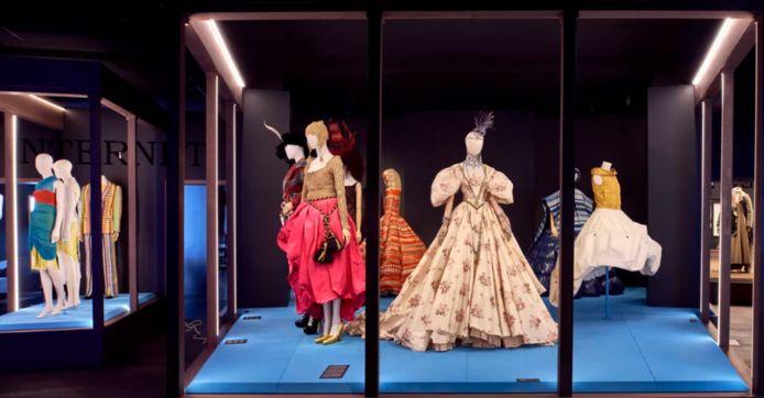 De expo 'E/MOTION. Mode in transitie' van Modemuseum Antwerpen (MoMu).