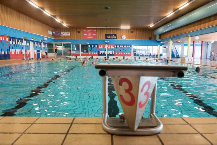 Zwembad Calluna in Ermelo is aan vervanging toe. Over hoe dat precies moet, is veel discussie.