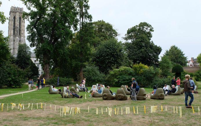 Maanrock experimenteerde in 2018 al eens met stilte, met een stilteplek in de tuin van het aartsbisschoppelijk paleis.