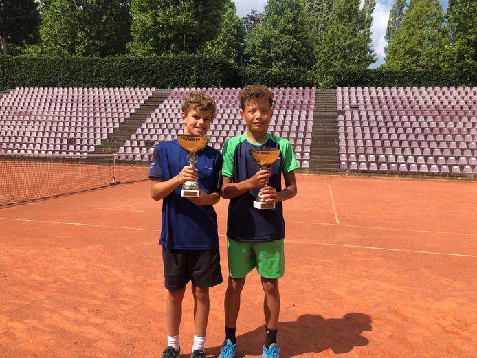 Aan de zijde van Solen Aerts mocht Xavier De Marteau (links) een eerste internationaal succes vieren op het Tennis Europe-circuit.