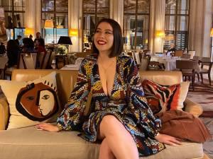 Elle se voit refuser l'entrée du Musée d'Orsay à cause… de son décolleté