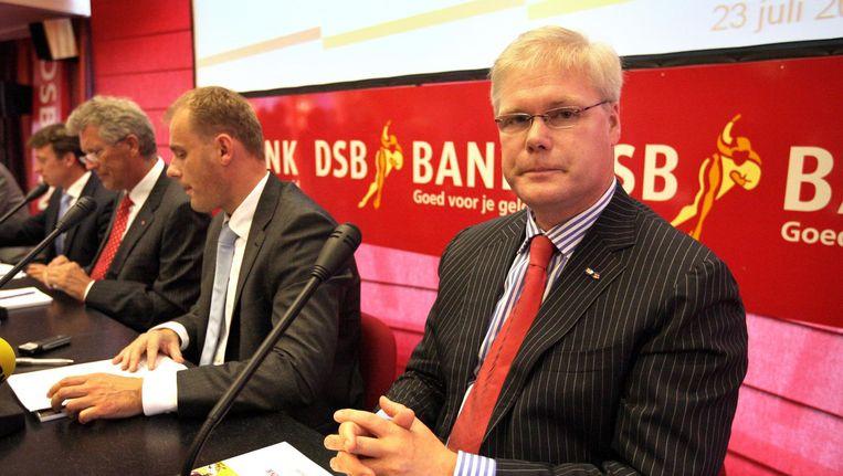 Robin Linschoten (rechts) tijdens een persconferentie van DSB Bank in Wognum, in 2009. Beeld anp