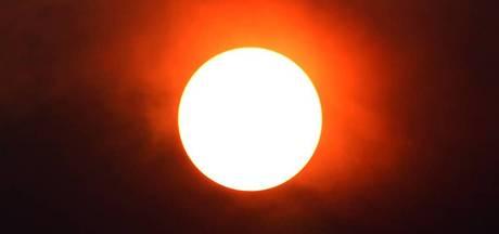 Wat doet die oranje vuurbal boven onze regio?