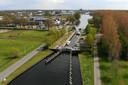 Schepen die te hard varen over kanaal Almelo - De Haandrik kunnen een stevige prent verwachten.