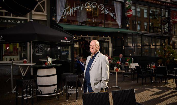 Jan Soek voor zijn stamkroeg: 'Ik geniet van elke dag die ik nog heb'
