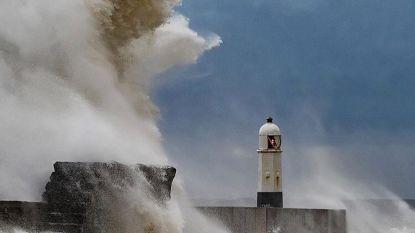 Hevige storm raast over Groot-Brittannië