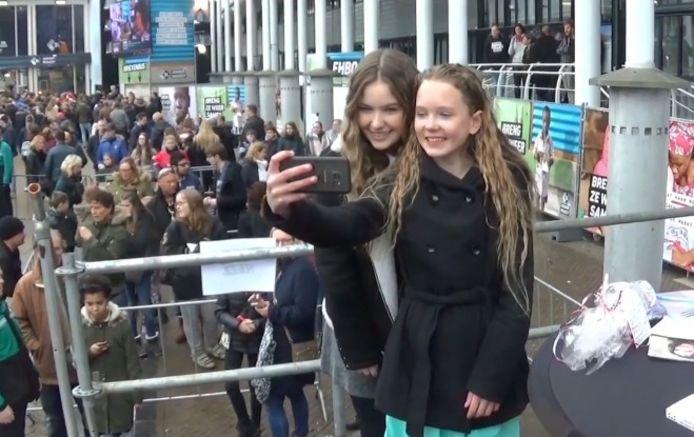 Fans op de foto met hun ster.