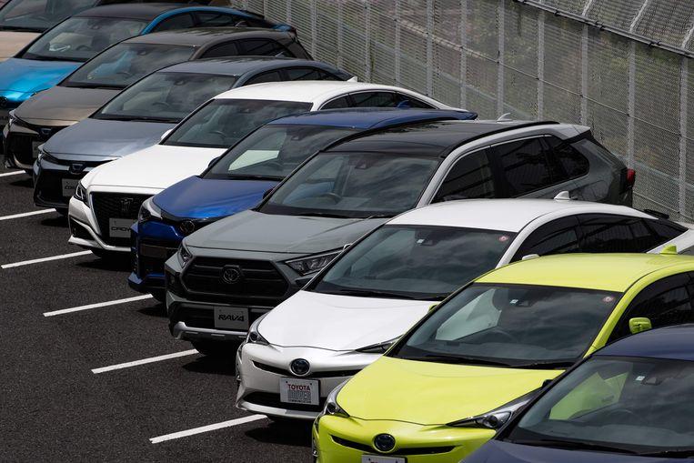 Geparkeerde auto's bij een Toyota-verkoper.  Beeld AFP