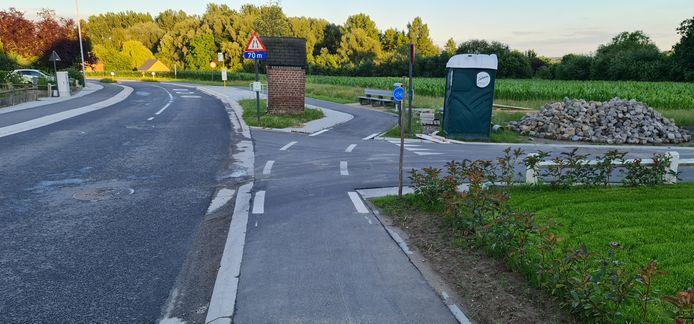 Niet alleen het project van de waterzuivering werd aangepakt, ook fietspaden en wegdekherstellingen werden gerealiseerd.