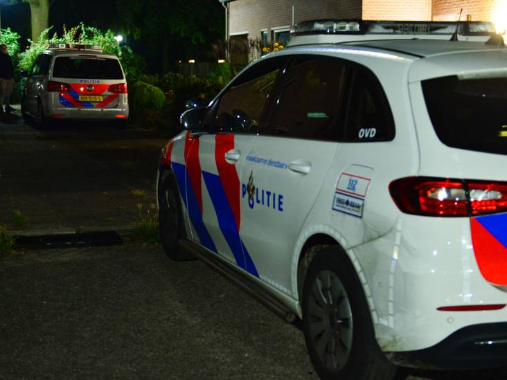 Steekincident in Deurne na overlast van jongeren met vuurwerk, politiehelikopter op zoek