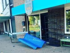 Auto rijdt nog net niet Almelose bierwinkel binnen: 'Het gaf wel een enorme klap...'