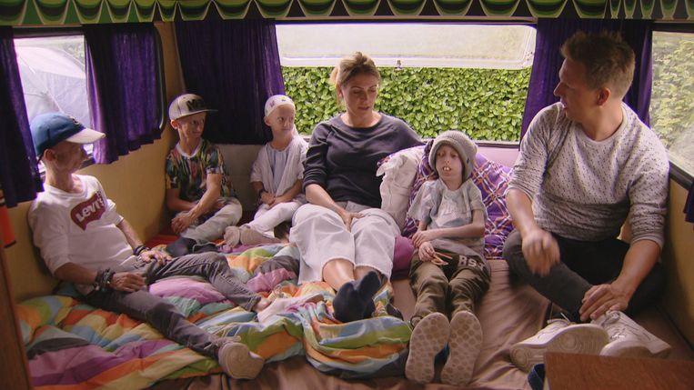 'Camping Karen & James': Karen en James ontvangen hun eerste bijzondere gasten: vier kinderen met de verouderingsziekte progeria (Amber, Michiel, Mats en Björn)