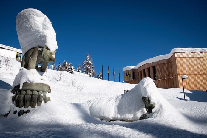 Het congrescentrum in het met een dik pak sneeuw bedekt Davos, waar volgende week veel wereldleiders bijeenkomen voor het World Economic Forum.