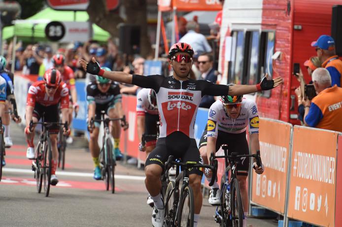 Caleb Ewan won in Murray Bridge zijn tweede rit op rij in de Tour Down Under.