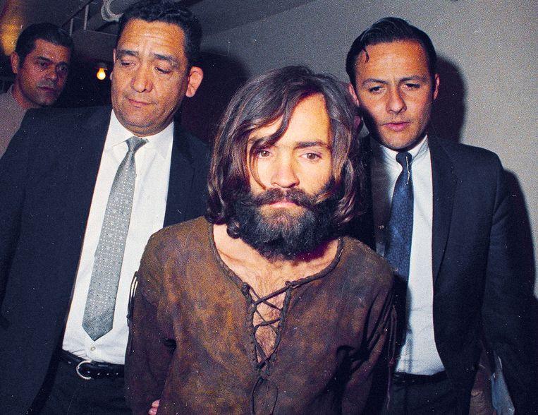 Charlie Manson, op weg naar zijn proces in 1969.  Beeld AP
