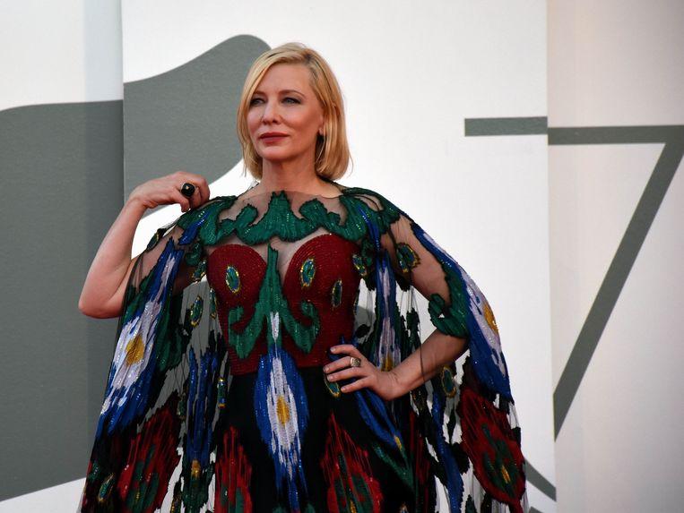 Actrice Cate Blanchett draagt Armani op het filmfestival van Venetië. Beeld Photo News