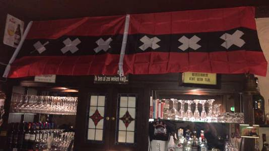 Eetcafé De Gebroeders in Doetinchem was aangekleed met onder meer Amsterdamse vlaggen.