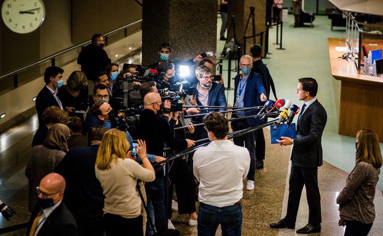 Mark Rutte stond kort na afloop van het verkennersdebat donderdag de pers te woord. Beeld ANP