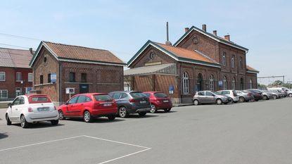 De Okkernoot koopt stationsgebouw