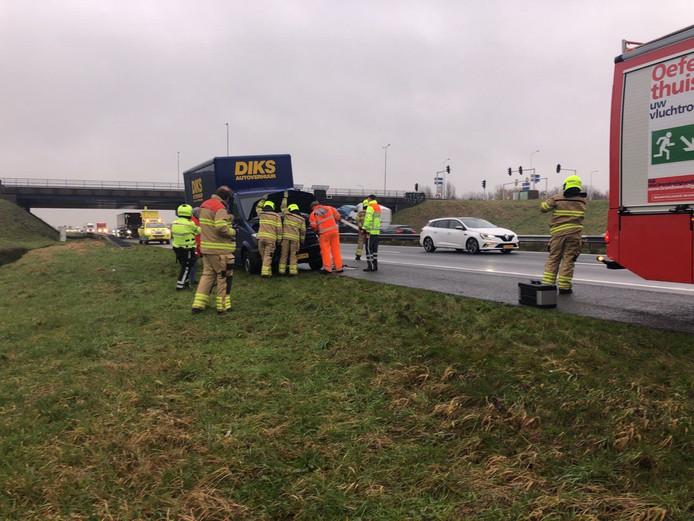 De bakwagen wilde vanaf de vluchtstrook invoegen op de A28.