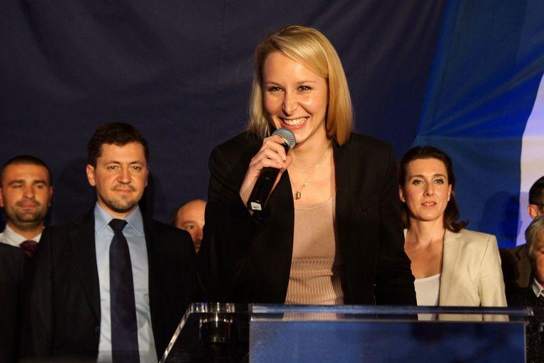 Marion Maréchal-Le Pen, nicht van Marine Le Pen en prominent FN-politica, beweert dat Steve Bannon, voormalige baas van Breitbart en nu topadviseur van Donald Trump, haar heeft uitgenodigd om samen te werken. Beeld Photo News