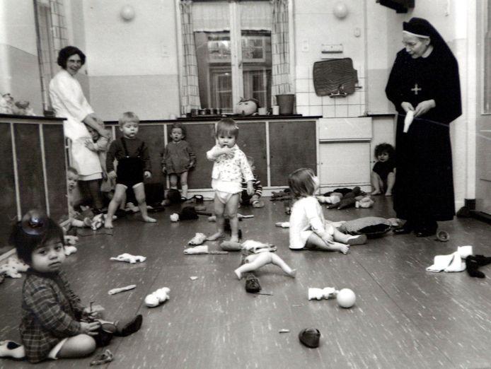 Een tehuis voor ongehuwde moeders in Leiden in 1967.