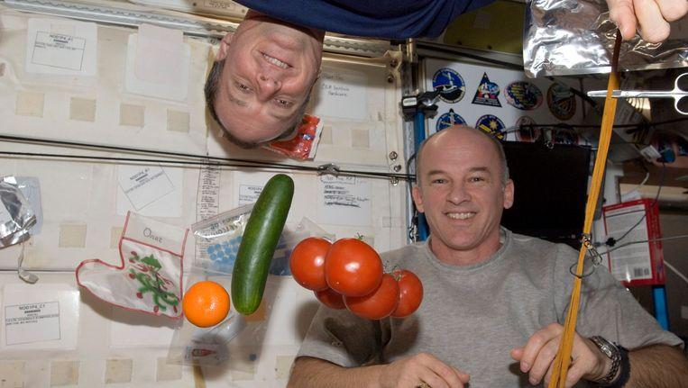TJ Creamer (links) en Jeffrey Williams (rechts) in het ruimtestation ISS. Beeld REUTERS