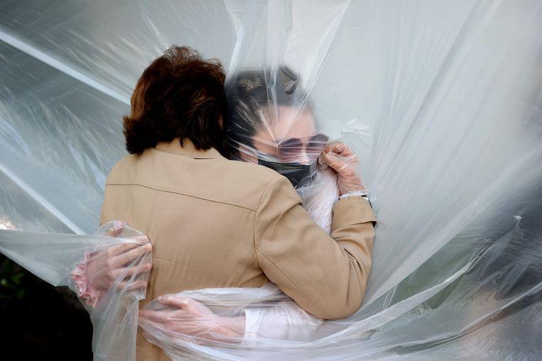 De behoefte aan menselijk contact is door de coronacrisis veel voelbaarder geworden. Beeld Getty Images