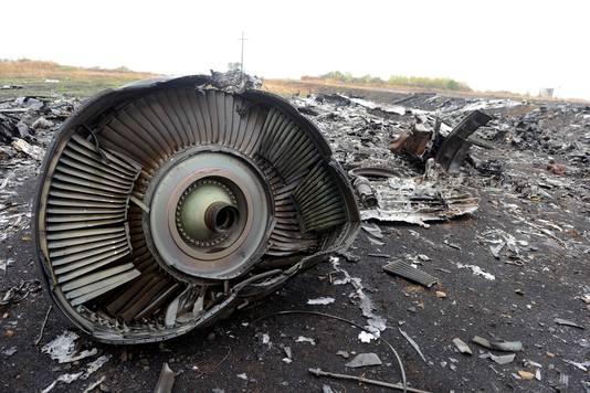 Overblijfselen van een van de motoren van vlucht MH17