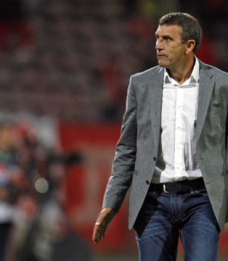 Dinamo Boekarest-trainer tijdens duel op reservebank gereanimeerd