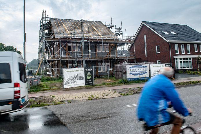 Het pand in aan bouw: woonhuis of zorgcomplex?