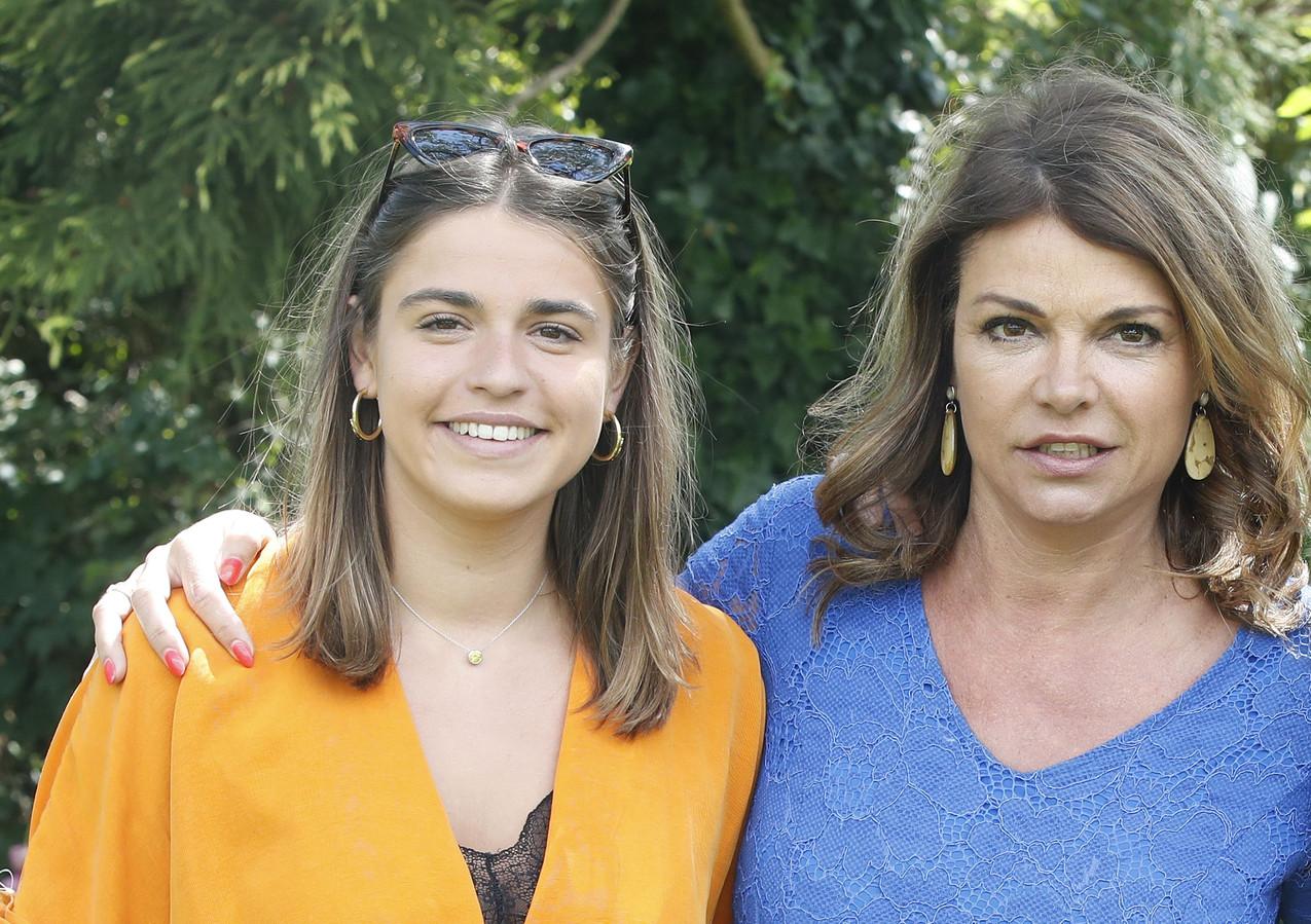 Goedele Liekens met dochter Merel. Zij vertelt in 'TV Familie' over de kankerstrijd van haar mama.