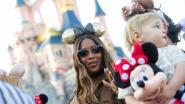 IN BEELD. Topmodel Naomi Campbell toont zich van haar mooiste kant in Disneyland Paris